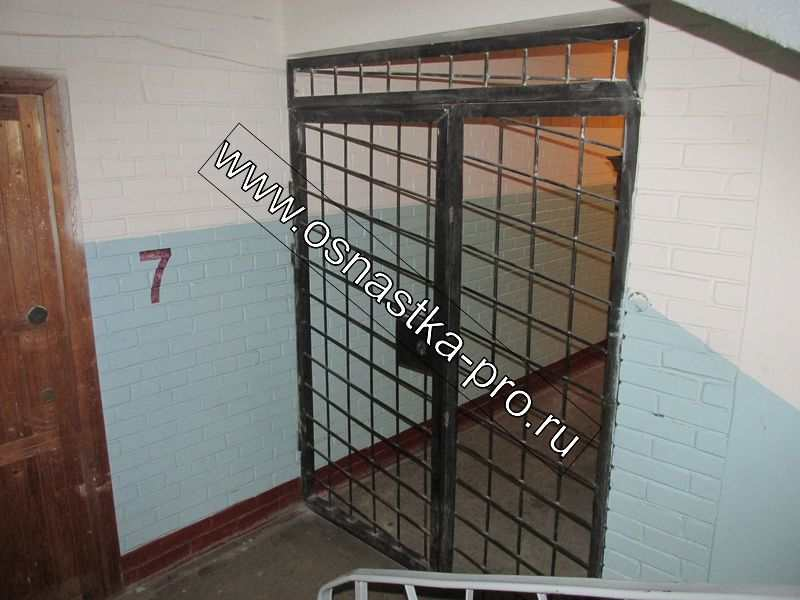 установка железных дверей москва на лестничной площадке тамбурные