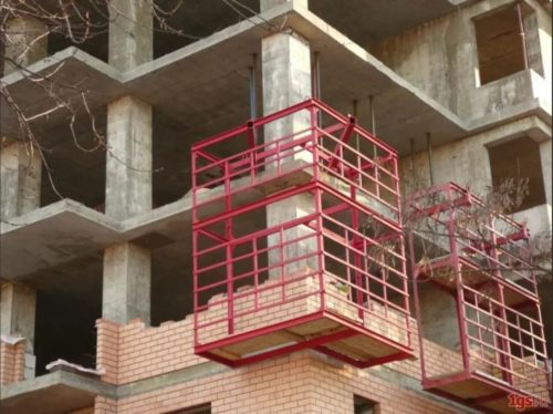 Навесные площадки строительные для кладки кирпича