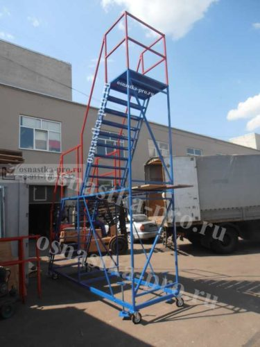 лестница на колесах